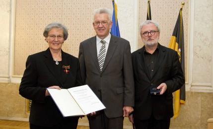 Verleihung des Bundesverdienstkreuzes an Brigitte Vögtle durch Ministerpräsident Kretschmann