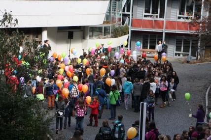 Weltfrauentag 2012 mit 101 Luftballons
