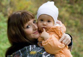 Mutter und Kleinkind