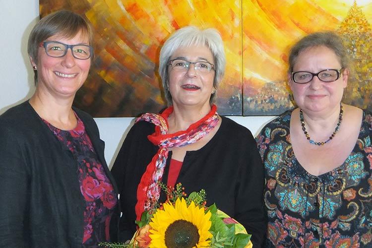 Barbara Denz, Vorstandsvorsitzende, verabschiedet Waldtraud Dietrich in den Ruhestand. Nachfolgerin in der Regionalleitung ist Petra Hähnel (v.l.n.r)