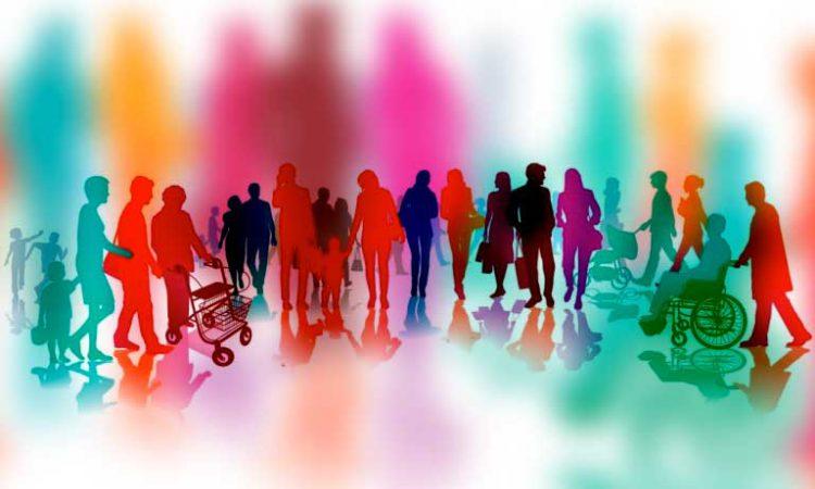 viele bunte Figuren nebeneinander, einige stehend, eine Person mit Rollaor, eine Person im Rollstuhl.